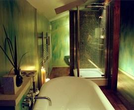 グリーンの雰囲気のバスルーム2